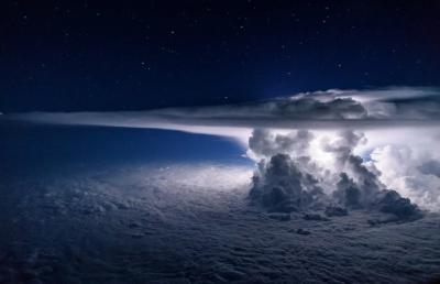 最上位の雲